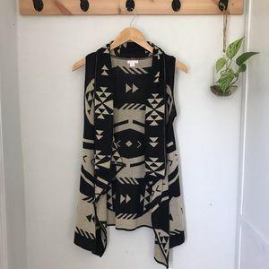 Sleeveless cardigan geometric pattern